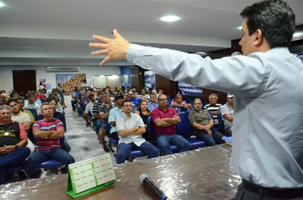 Os agentes e escrivães da Polícia Civil decidiram entrar em greve por tempo indeterminado
