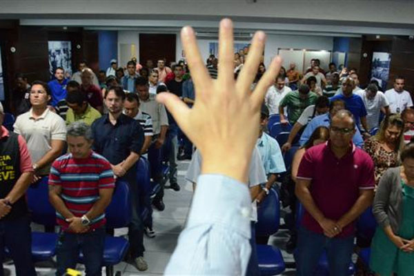 Em assembleia na sede do Sinpol, os agentes e escrivães da Polícia Civil decidiram entrar em greve