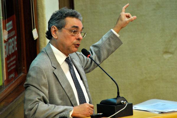 Obery Rodrigues tenta convencer os deputados estaduais sobre a necessidade dos cortes