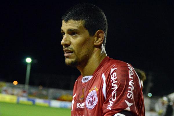 Edson Rocha deverá ficar ao menos 15 dias afastado dos treinos