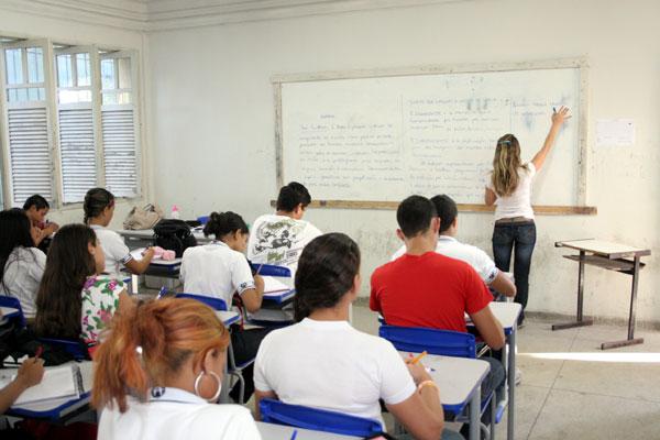 Professores entram em greve alegando frustração nas negociações com o Governo do Estado