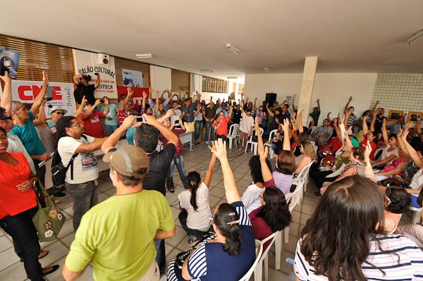 Professores concordaram com início da greve