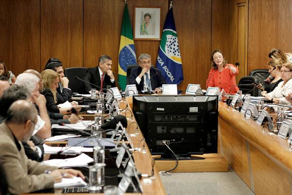 Garibaldi Filho reúne ministros e sindicalistas para discutir mudanças na Previdênica