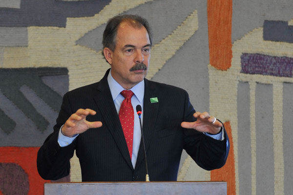 Mercadante participou das negociações para que o projeto fosse aprovado em votação simbólica
