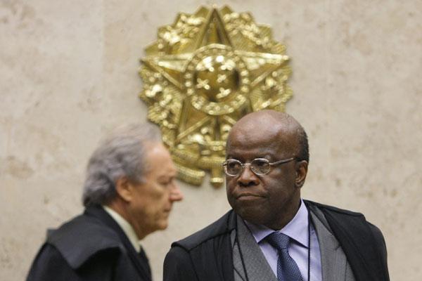 Joaquim Barbosa acusa Ricardo Lewandowski de fazer manobras protelatórias em plenário