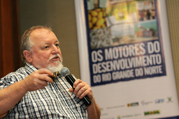 O meteorologista Luiz Carlos Molion participa do evento