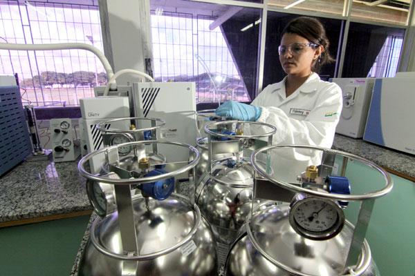 Laboratório atende demanda na área de petróleo e gás em classificação de resíduos sólidos, efluentes líquidos e emissão de gases