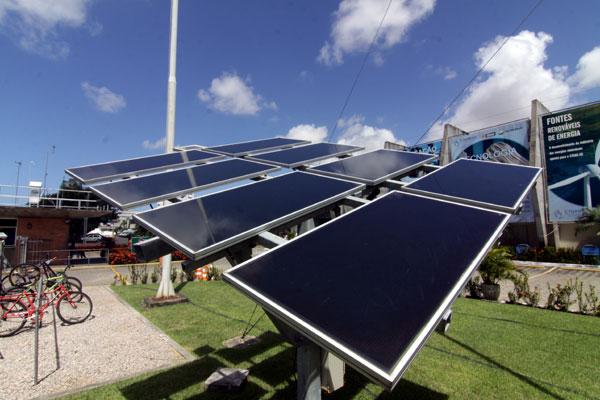 Outros projetos são desenvolvidos na área de geração de energia limpa, como a solar
