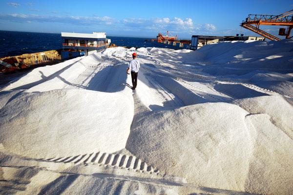 No Porto-ilha de Areia Branca, que concluiu reforma de dois anos, agora é possível armazenar até 150 mil toneladas de sal