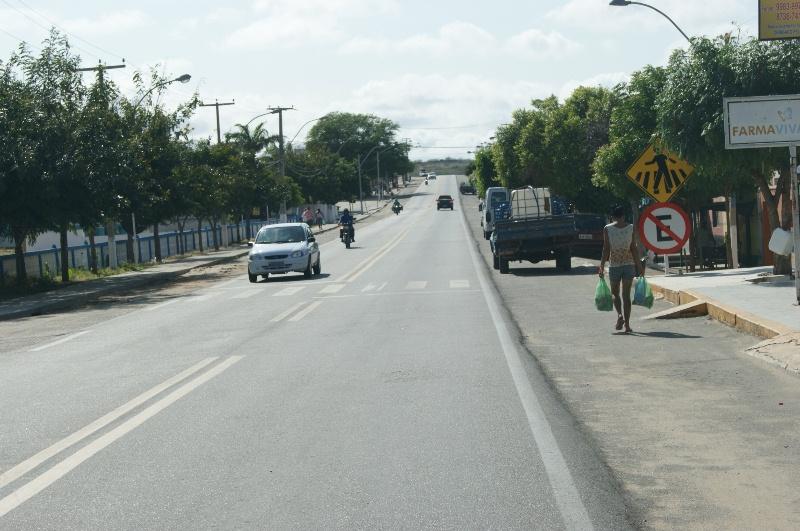 Carros estacionados nas marginais da BR-226 têm sido multados pela PRF