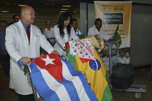 Médicos cubanos começam a chegar ao Brasil