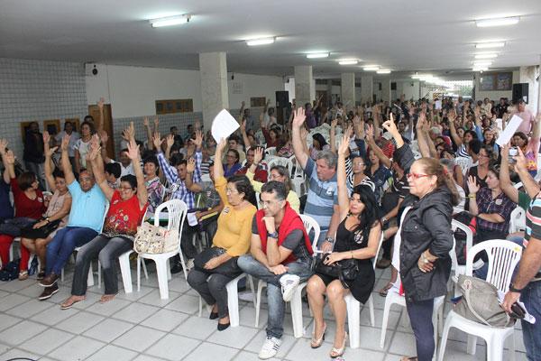 Educadores suspenderam greve mediante compromisso do Governo de pagar as horas suplementares e implementar promoções