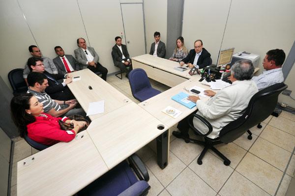Reunião na 3 Vara Federal contou com a presença de representantes do América, FNF, MP e CBF e terminou com acordo entre as partes