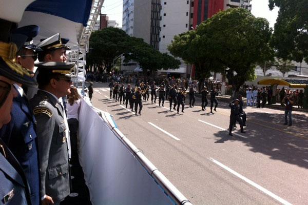Desfile cívico começou às 8h30, no entorno da Praça Cívica