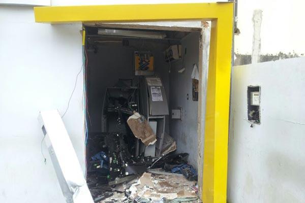 Bandidos explodiram parte da agência do Banco do Brasil em Extremoz