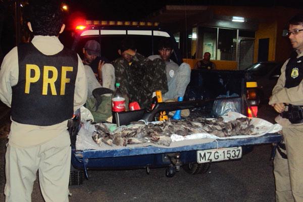 Homens foram presos caçando ilegalmente