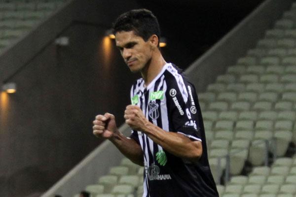 Magno Alves foi o grande nome da partida e marcou três gols na partida