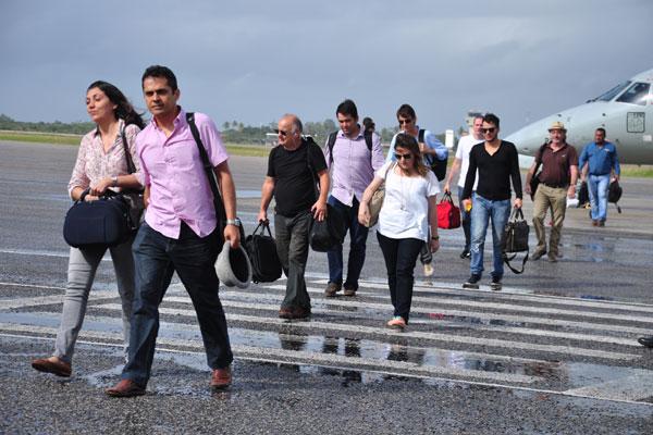 Médicos estrangeiros, que desembarcaram na Base Aérea no domingo, farão treinamento antes de assumir postos no interior