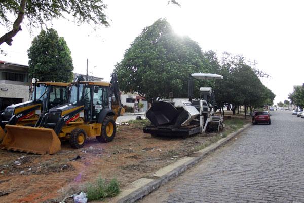 Algumas máquinas já foram deslocadas nesta sexta-feira para a rua Francisco Mignone