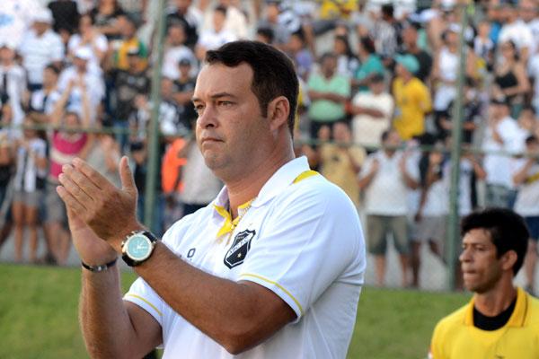 Roberto Fernandes comparece a julgamento e escapa de punição