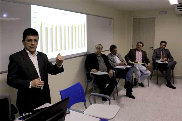 Durante o encontro, foram apresentadas as dificuldades financeiras do Estado de pagar a folha salarial dos servidores
