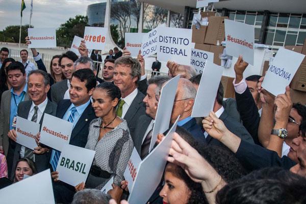 Ex-senadora Marina Silva protesta contra o parecer que não reconhece o novo partido