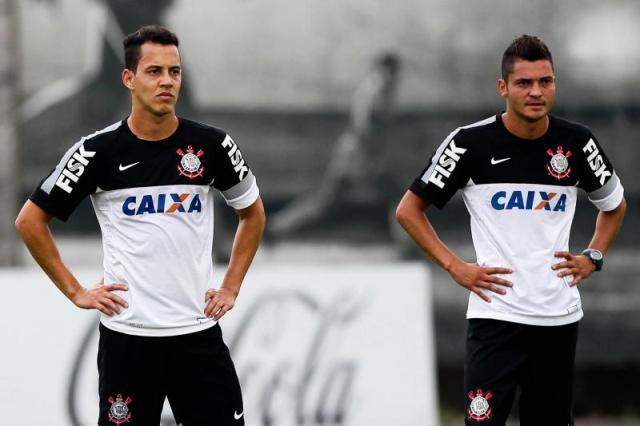 Rodriguinho e Diego Macedo serão apresentados hoje pelo Corinthians. Os dois estavam disputando a Série B do Campeonato Brasileiro