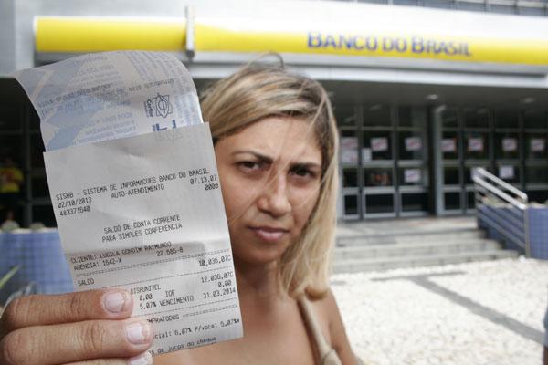 Mércia Adriana: Tenho dinheiro na conta e não posso sacar
