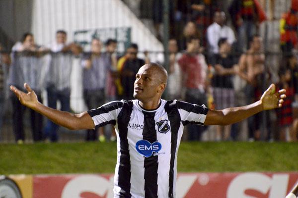Com 30 gols marcados, Rodrigo Silva foi o artilheiro do ABC na temporada