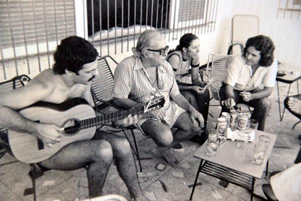 Samba de Natal: Toquinho, Vinícius de Moraes, Rejane Cardoso e Vicente Serejo entrevistam o poeta em 1974