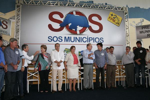 Encontro reuniu parlamentares e dirigentes partidários para discutir a situação financeira dos municípios