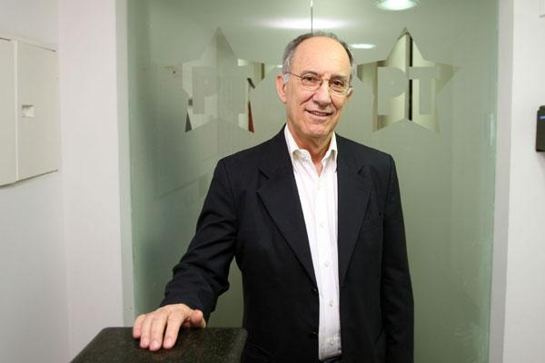 Presidente nacional do PT, Rui Falcão reúne dirigentes estaduais para discutir políticas de alianças