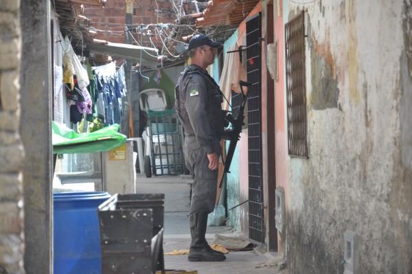 A polícia encontrou Felipe Santos Araújo, o Coqueiro, numa casa da rua Manoel Máximo