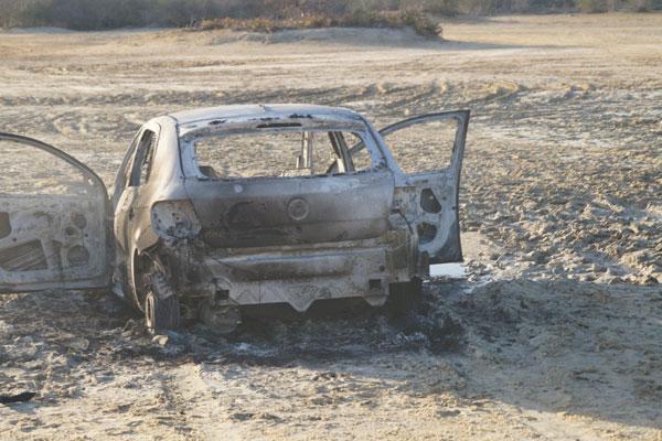 Um dos veículos utilizados na fuga, um Gol, foi encontrado hoje de manhã na comunidade de Lagoa Seca