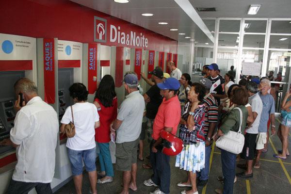 Mesmo com a alta na taxa, uso do cheque especial foi impulsionado com a greve dos bancários