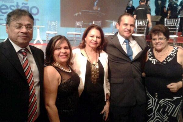 O diretor Othon Mário de Araújo, de gravata azul, foi apontado como um dos seis melhores gestores do país