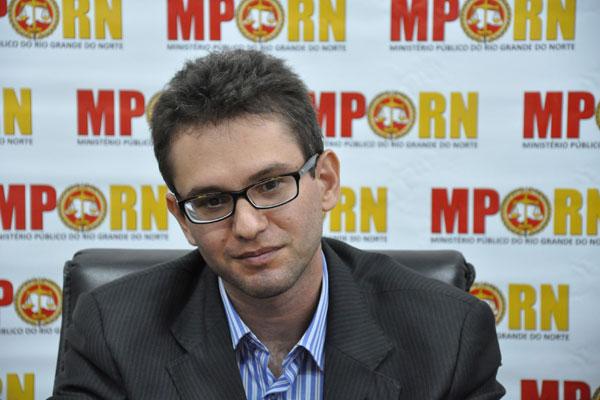 Promotor Emanuel Dhayan informa que há investigações que continuam em andamento