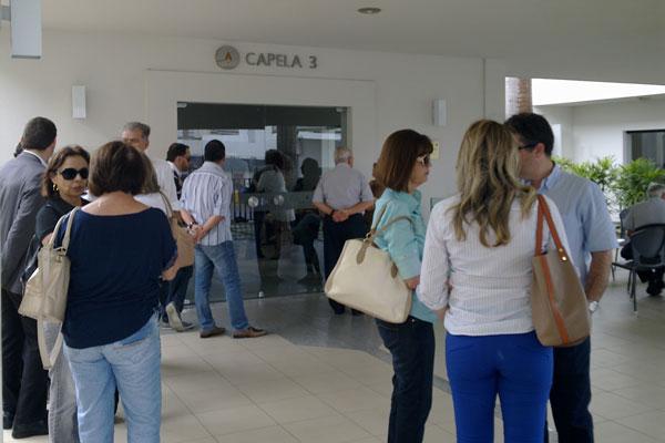 Amigos e familiares estiveram presentes no velório de José Arno Galvão