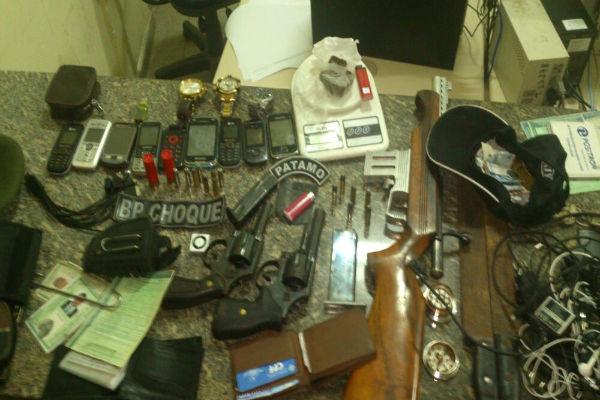 Com a quadrilha foram encontrados diversos materiais como drogas e armamentos