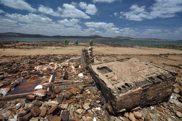 Trinta anos depois, ruínas da antiga São Rafael reaparecem com estiagem