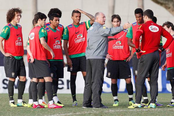 Hondurenhos estão atravessados na garganta de Felipão. Desde que eliminou o Brasil numa disputa de Copa América, ele quer revanche