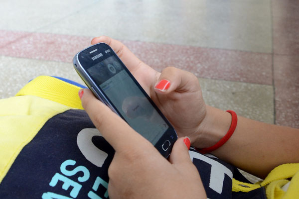 Escolas estabelecem regras para uso de celulares nas escolas