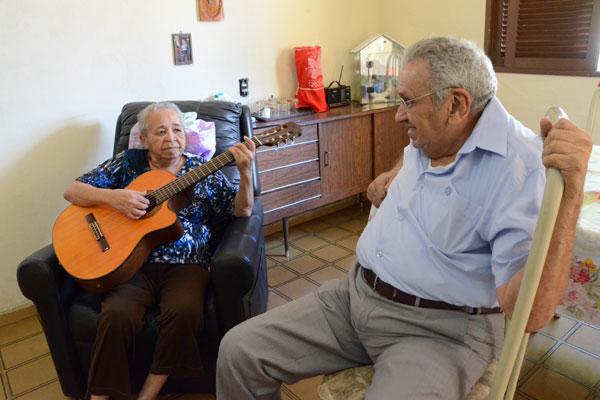 Jacira Costa e o deputado Agnelo Alves: conversa sobre as músicas que embalaram a campanha da Cruzada da Esperança no RN
