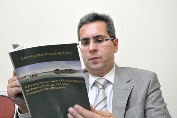 Luiz Alberto defende tese da redistribuição de tributos federais