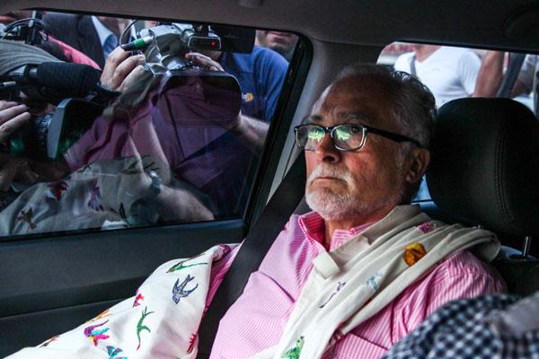 Licenciado do mandato e com pedido de aposentadoria tramitando na Câmara, Genoino pleiteia prisão domiciliar para tratar saúde