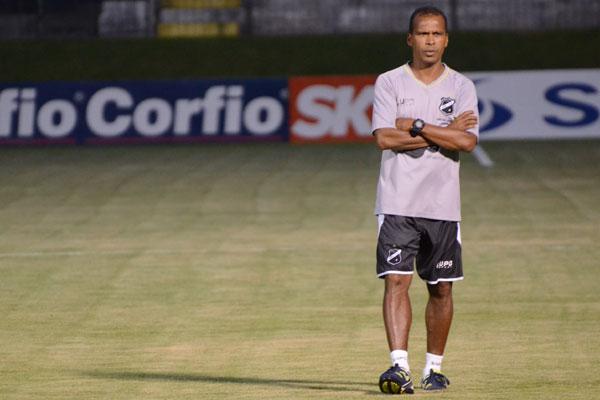 Auxiliar técnico Zé do Carmo é quem vai comandar o ABC na próxima partida