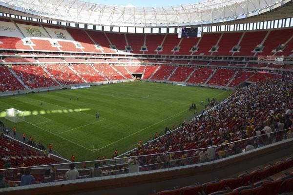 O estádio Mané Garrincha, em Brasília, foi o responsável por boa parte do aumento dos custos com a construção de estádios da Copa