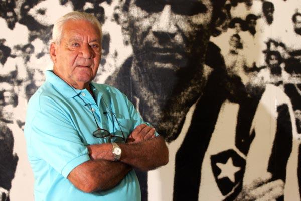 Nilton Santos marcou época no Botafogo e Seleção Brasileira. Foto é de 2006