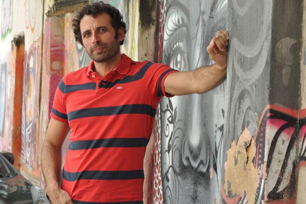Ator potiguar César Ferrario participa hoje, no Rio de Janeiro, do lançamento da minissérie Amores Roubados, que estreia em janeiro na Globo