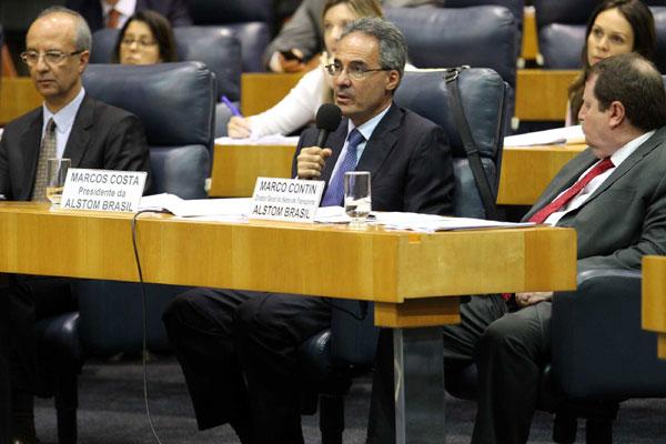 Marcos Costa, centro, presta depoimento na CPI dos Transportes que investiga denúncias de cartel no setor metroferroviário
